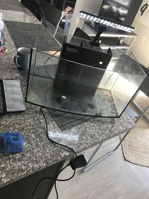 Fish tank 6 gallon ( frameless) for Sale in Cleveland, OH