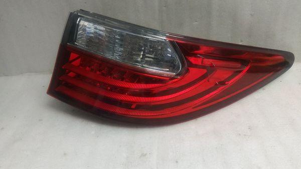 2013 2014 2015 Lexus ES300 ES350 tail light