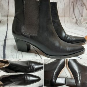 Michael Kors ankle boots size 7.5 for Sale in Schaumburg, IL