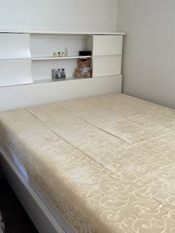 White Queen Bed for Sale in Los Angeles,  CA