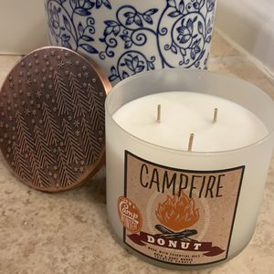 Bath&Body Work Campfire Donut Scented Candle 14.5oz for Sale in McLean, VA