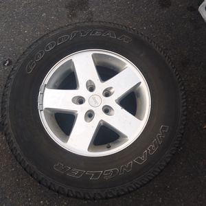 Jeep Set of 5 Wheels 255/75R17 (Used Tires Hold Air)$150 OBO for Sale in Anaheim, CA