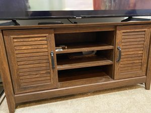 Wood TV Table for Sale in Dale City, VA