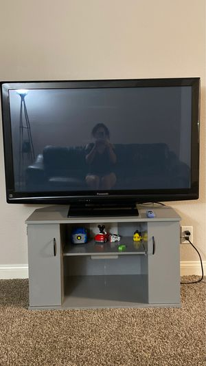 Tv and tv stand for Sale in Las Vegas, NV
