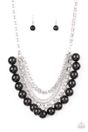 New necklace color negro and silver for Sale in Anaheim, CA