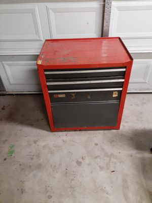 Small tool box pick up dinuba for Sale in Dinuba, CA