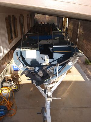 Deep v aluminum bass boat with bimony top for Sale in Apache Junction, AZ