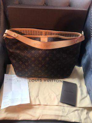 Louis Vuitton bag for Sale in Puyallup, WA