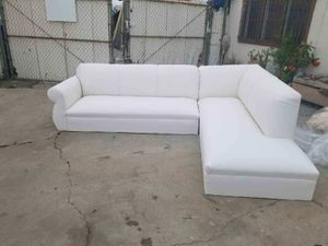 NEW 9X7FT WHITE LEATHER SECTIONAL CHAISE for Sale in La Mesa, CA