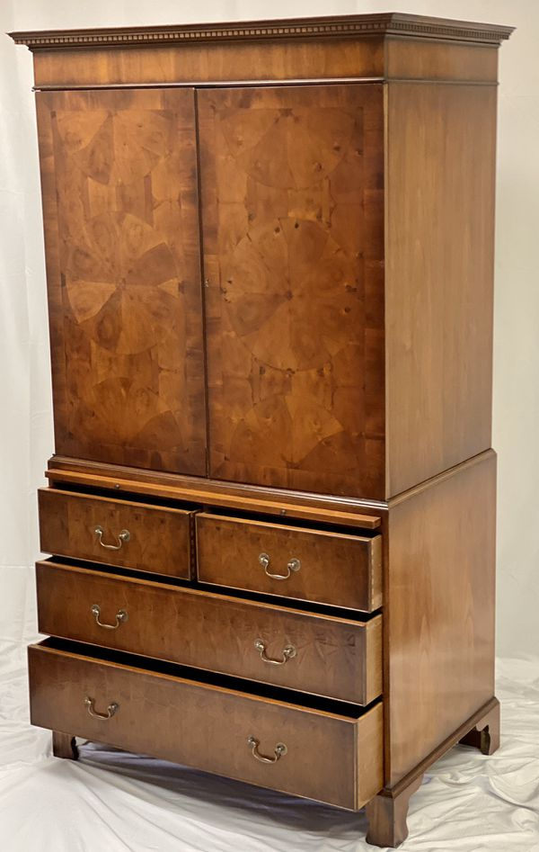 Bevan Funnell Reprodux Oyster Cabinet / Armoire