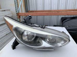 2015 Infiniti QX60 Right Passenger Head Light Lamp ( Parts ) for Sale in Sugar Land, TX