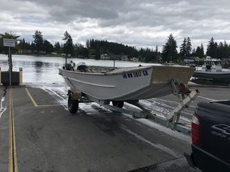 15.5+ foot aluminum sled boat 20hp yamaha 4 Stroke and trailer for Sale in Sumner,  WA