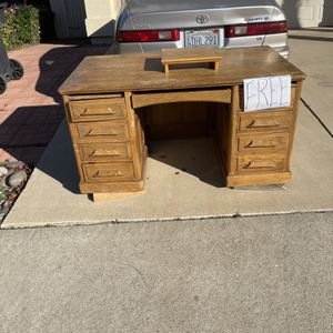 FREE DESK for Sale in Santa Maria, CA