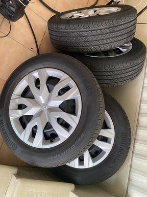 continental tires 215/60R17 for Sale in Miami, FL