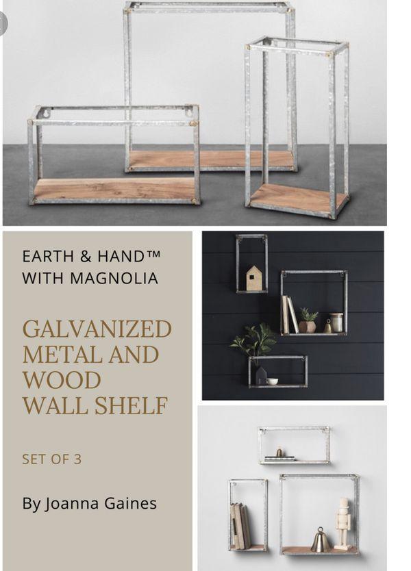 Wall shelf (set of 3)