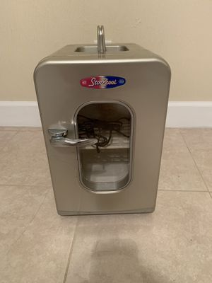 Portable hot and cold fridge. (Car adapter) for Sale in Port Orange, FL