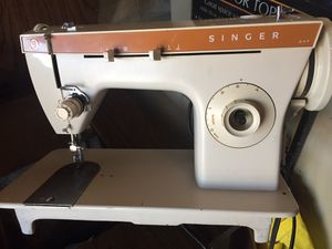 Singer Sewing machine . for Sale in Miami, FL