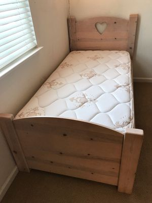 Heart Bedroom Set (6 pieces) for Sale in Fremont, CA