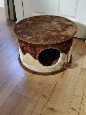 Small round Cat tree/stand with hiding hole for Sale in Yardley, PA