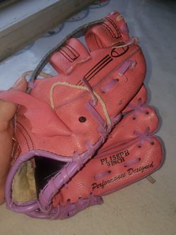 Rawlings girl glove for Sale in Channelview,  TX