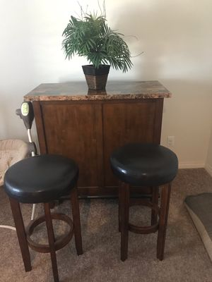 Bar with swivel stools!! for Sale in Fontana, CA