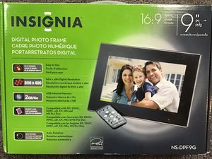 """Insignia 9"""" digital picture frame for Sale in Plainfield, IL"""