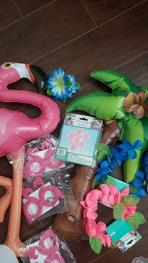 Flamingo and lua decor. for Sale in Perris, CA
