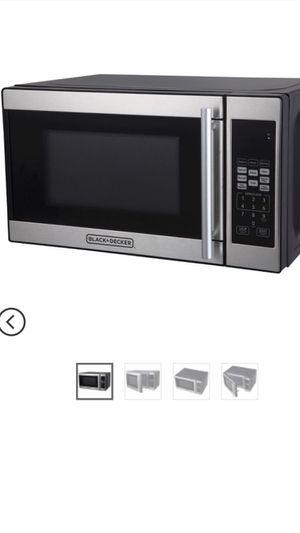 BLACK+DECKER 0.7 cu ft 700W Microwave Oven - Black EM720CPN-P for Sale in Philadelphia, PA