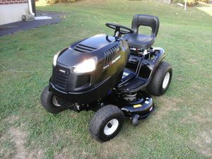 "LIKE NEW, 2019 MURRAY ( CRAFTSMAN ) 17.5HP. 42 "" LAWN TRACTOR for Sale in Bally, PA"