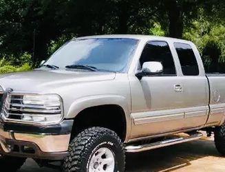 2002 Chevrolet Silverado Clean Title for Sale in Fresno,  CA