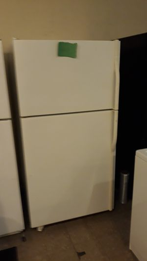 "Kenmore top and bottom refrigerator excellent condition 33"" 4months warranty for Sale in Linthicum Heights, MD"