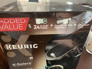 Keurig with K-cup for Sale in St. Louis, MO