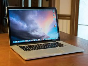 Perfect Condition MacBook Pro (late 2015) i5 8gb of ram for Sale in Menifee, CA
