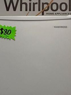 Daewoo Mini Fridge for Sale in Moreno Valley,  CA