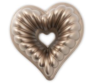 Nordic Ware Elegant Heart Bundt Pan for Sale in Pompano Beach, FL
