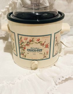 Brand New Vintage Rival Crock Pot Slow Cooker Pink Floral 3.5 quart for Sale in Bloomingdale,  IL