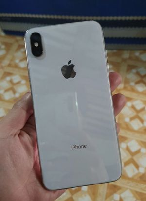 Unlocked iPhone XS Max 256GB Silver for Sale in Providence, RI