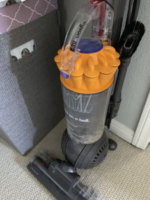 Dyson vacuum for Sale in Hacienda Heights, CA