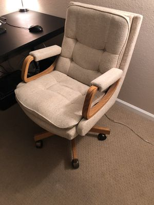 Swivel office chair for Sale in Phoenix, AZ