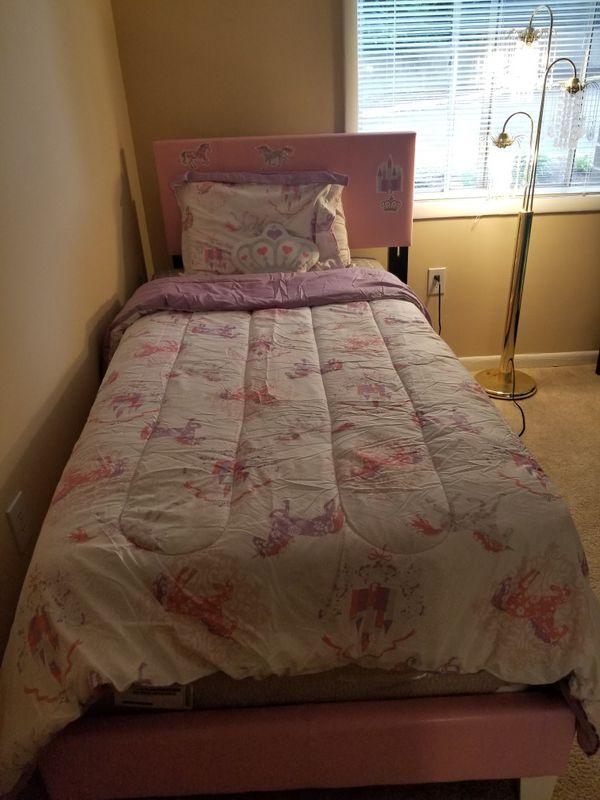 Tween bed girl & boy