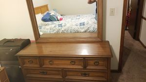 Dresser with mirror for Sale in Glen Raven, NC