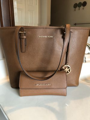 Michael kors purse and wallet for Sale in Mesquite, TX