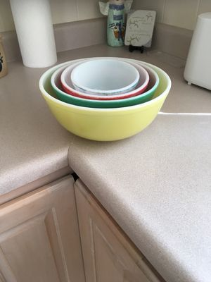 PYREX BOWLS CONTAINER for Sale in Wildwood, MO