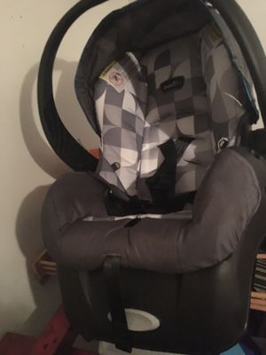 Infant car seat for Sale in Middletown, PA