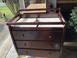 Changing table/dresser for Sale in Tampa, FL