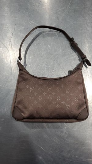 Louis vuitton Satin bag for Sale in Sacramento, CA