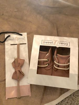 NEW Super cute set. Moccasins and matching bow for Sale in Walnut Creek, CA