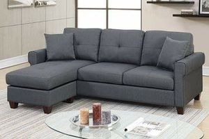 CHARCOAL DARK GREY REVERSIBLE SECTIONAL SOFA CHAISE COUCH ACCENT PILLOWS for Sale in Hazard, CA