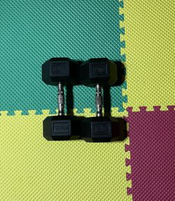 Rubber Coated 30-lbs Dumbbell Set for Sale in Chamblee,  GA