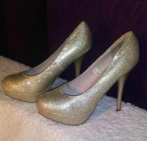 Massimo women's high heel shoes 7 1/2 for Sale in Poland, IN